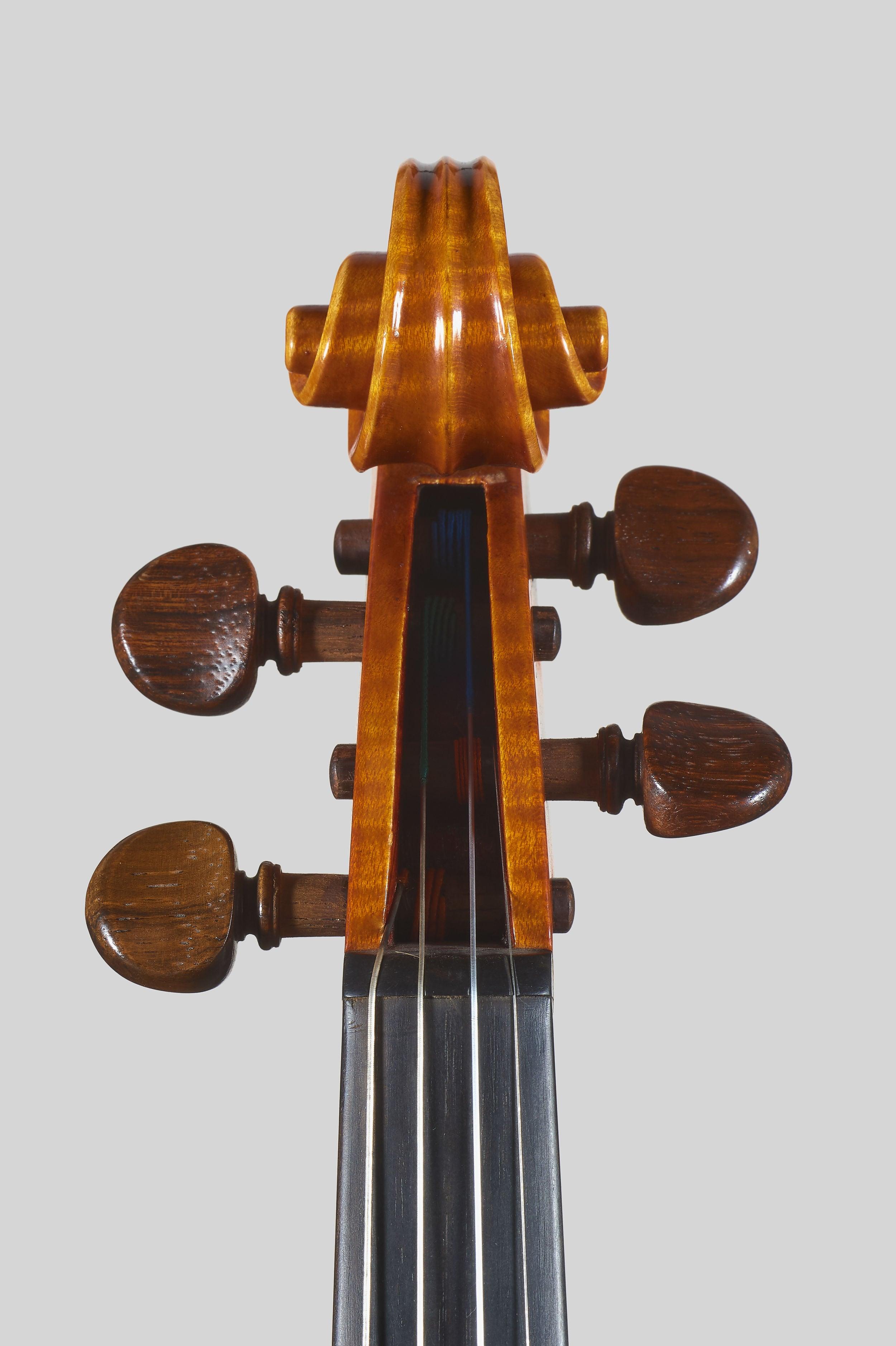"""Anno 1978 - allievo C. Belli - Violino dal mod. stile """"A. Stradivari """", etichetta: """"I.P.I.A.L.L."""" - Testa fronte"""